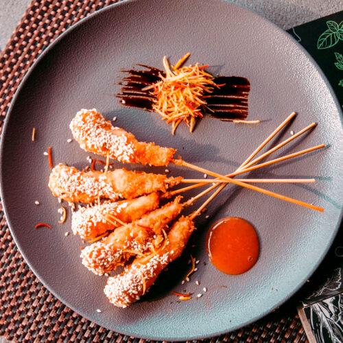 Креветки темпура с соусом манго чили
